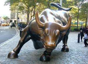 Wall Street başlangıcındaki boğa heykeli