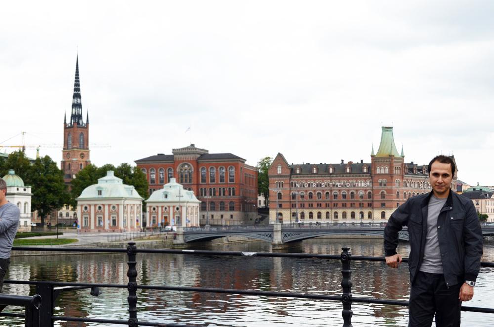 Gamla Stan (Eski Şehir) civarlarında, bir köprü üzerinde