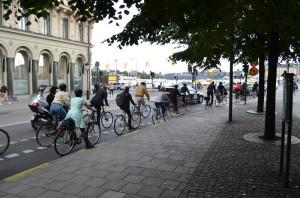 Stockholm caddelerinde bisikletliler