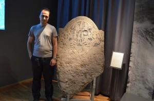 İsveç Tarih Müzesi ve İskandinav runik yazılı taşlar
