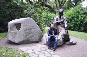 Turkenschanzpark içindeki anıt ve heykel