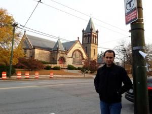 T tabelası ve bir kilise