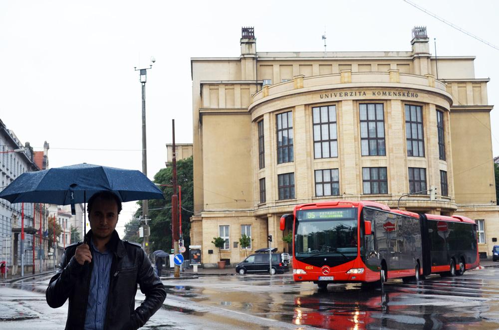 Bratislava Üniversitesi