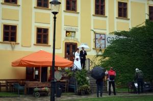 Yağmur altında Slovak düğünü