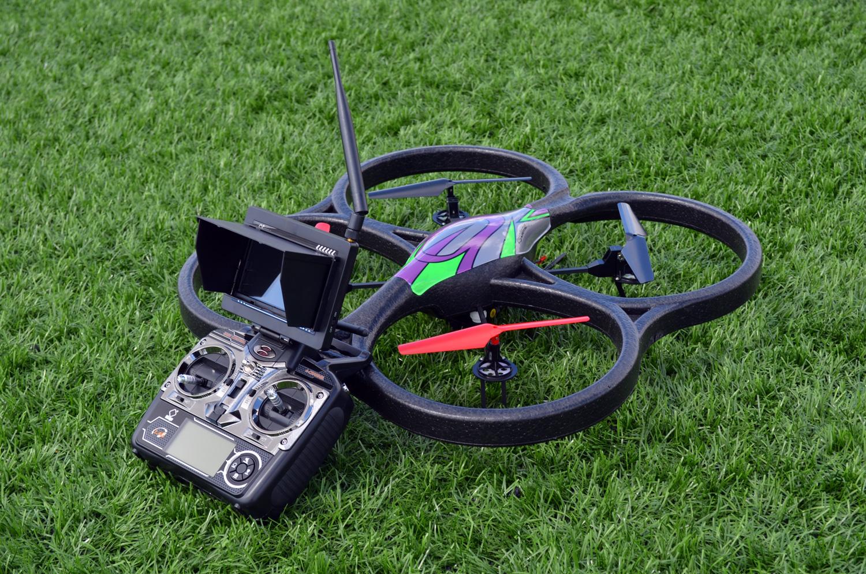 WLToys V666 quadcopter ve kumandası