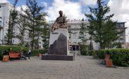 Moğol şair heykeli