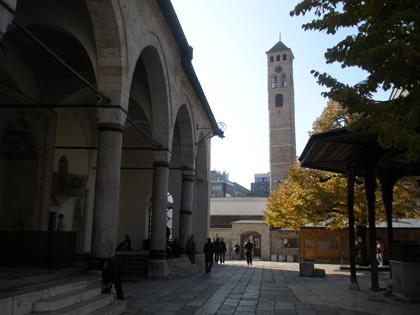 Gazi Hüsrev Bey Camii ve saat kulesi