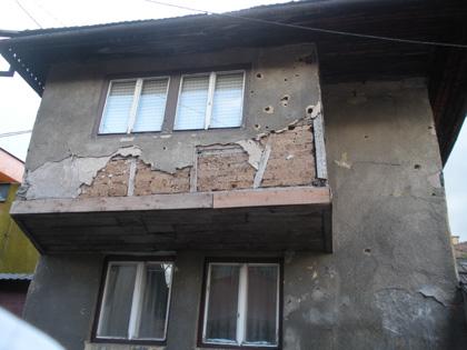 Savaş sırasında zarar görmüş binalardan biri
