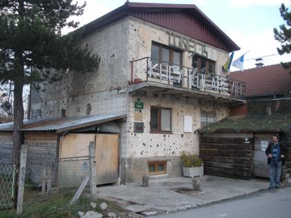 Saraybosna Tüneline giriş yapılan ev
