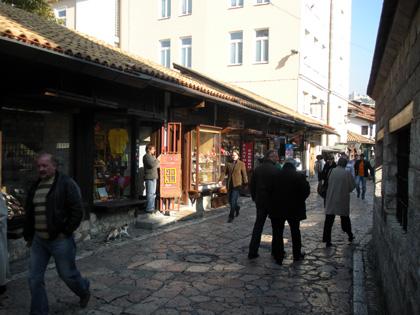Saraybosnanın tarihî sokaklarından bir kare