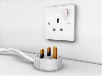 Malta ve İngilterede kullanılan elektrik prizi ve fişi