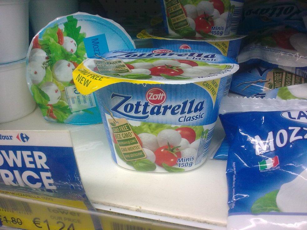 Zottarella markalı bir mozarella peyniri