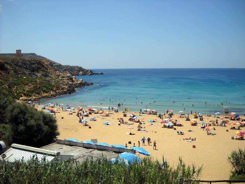 Golden Bay sahilleri ve plajı
