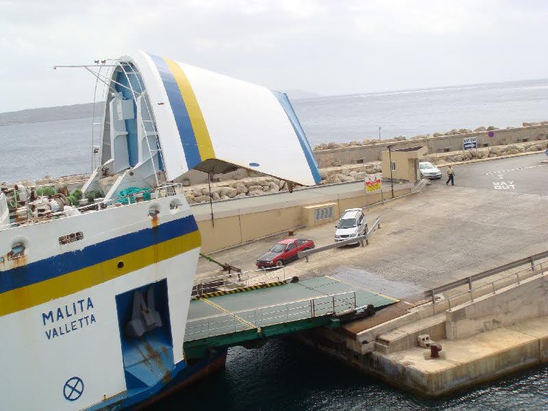 Giriş kapağı açılan Gozo feribotu