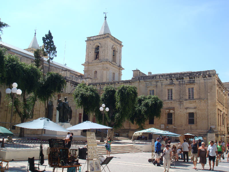 Valletta caddelerinden bir kare