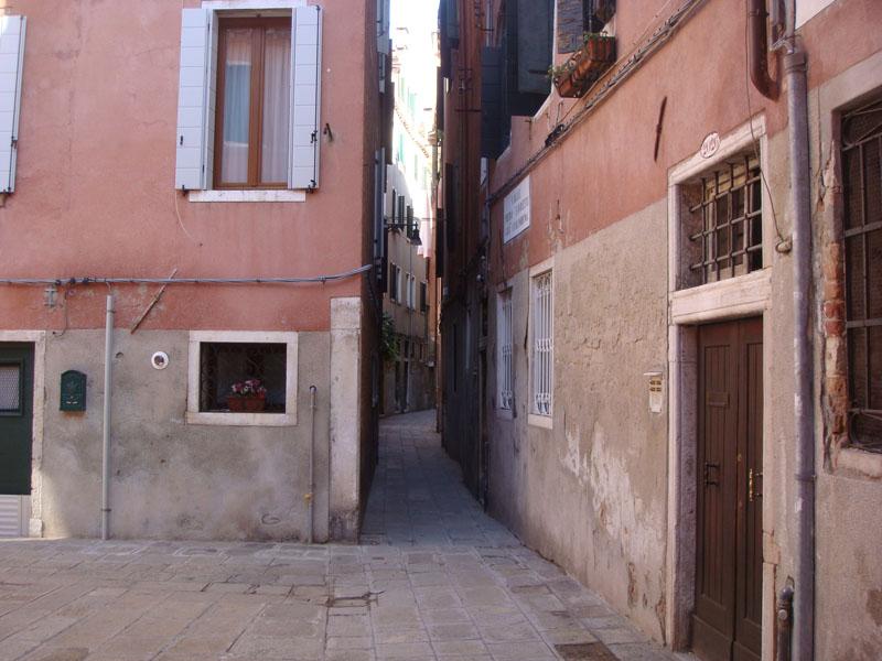 Yüzlerce yıllık dar sokaklar