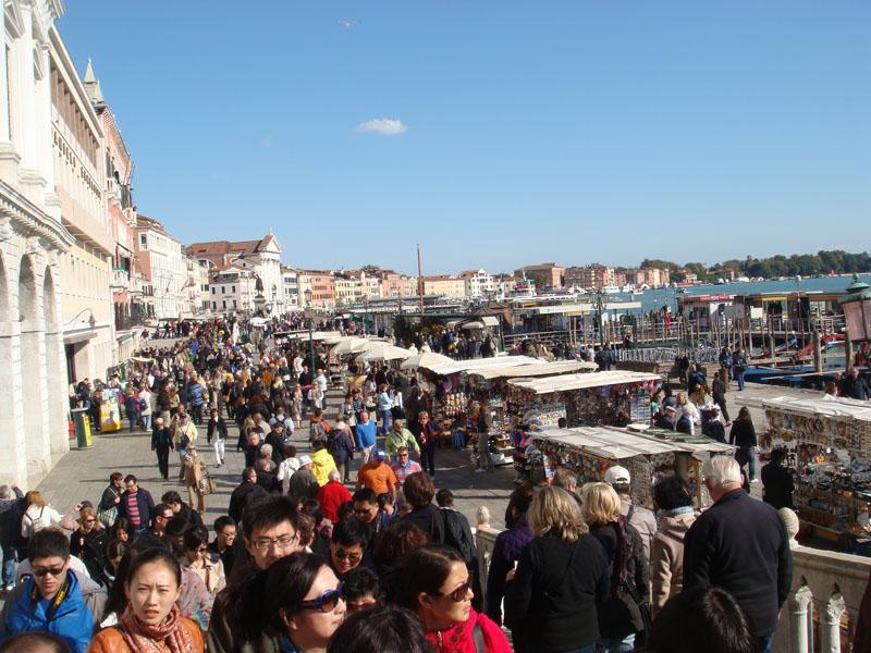 San Marco yakınlarındaki hediyelik eşya dükkanları
