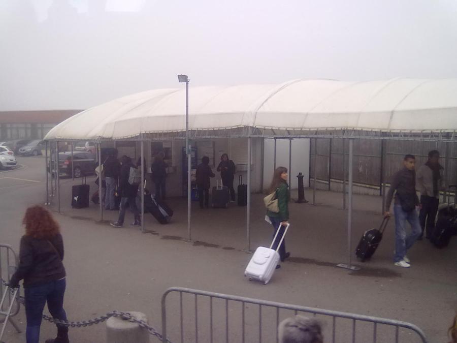 Beauvais havaalanındaki otobüs bileti gişesi