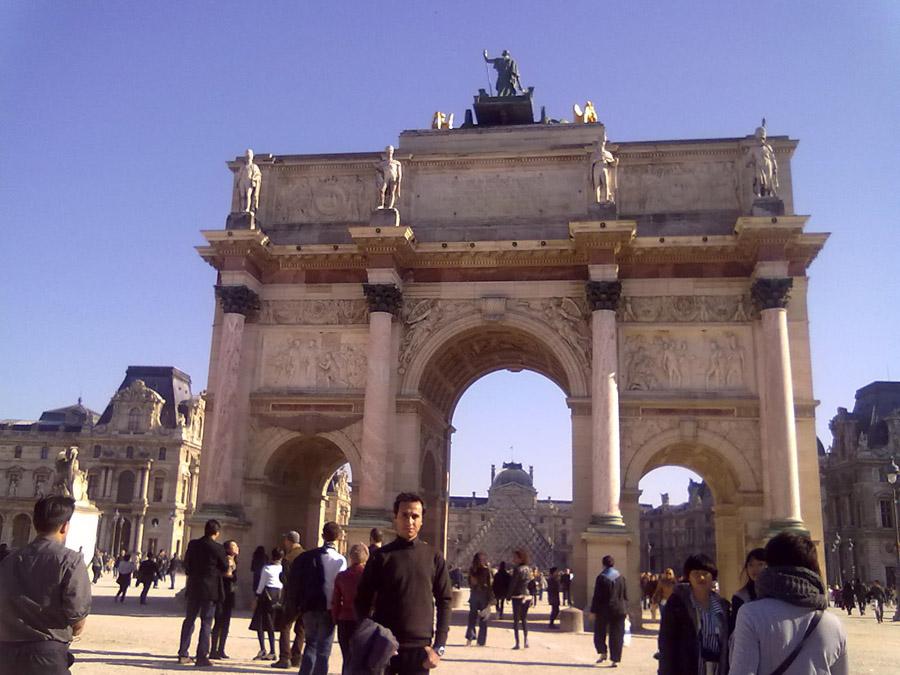 Louvre Müzesinin girişi