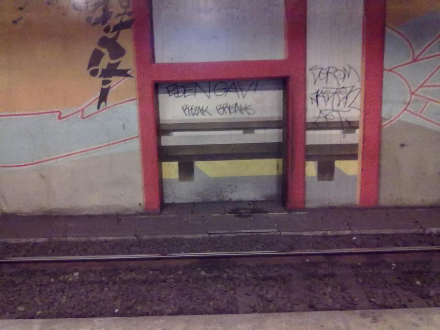 Paris metrosundan grafiti örnekleri