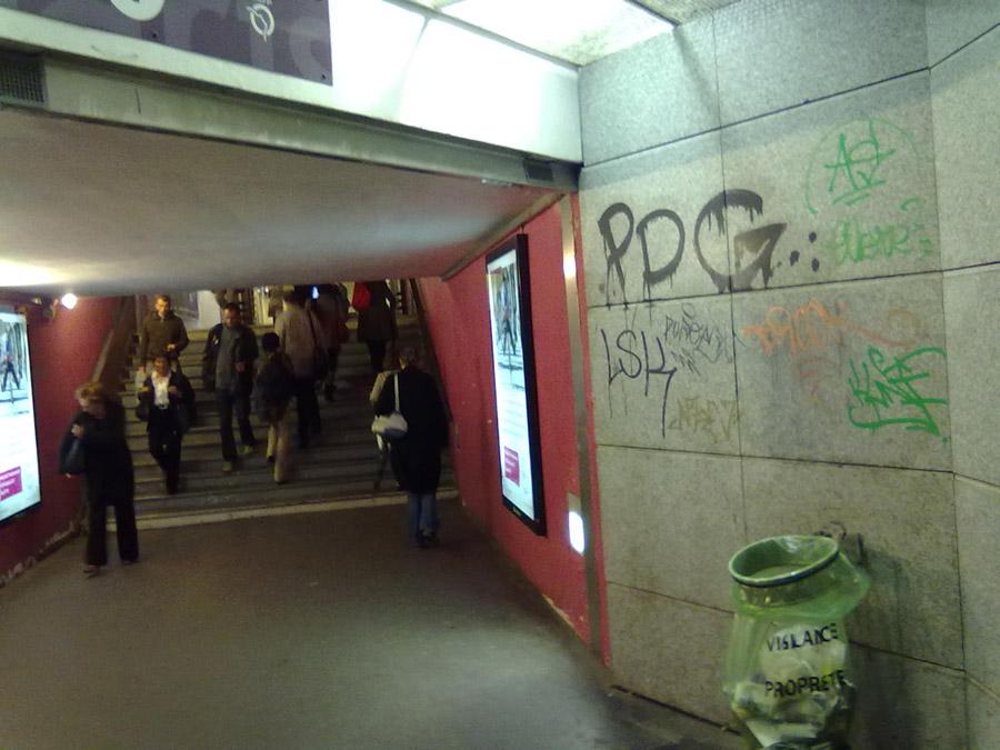 Paris metrosundan vandalizm örnekleri