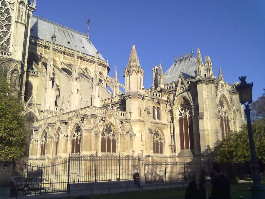Notre Dame Katedralinin arka kısmı