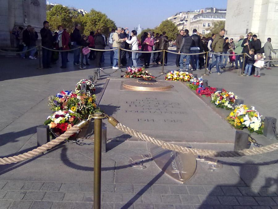 Zafer Takı anıt mezarı